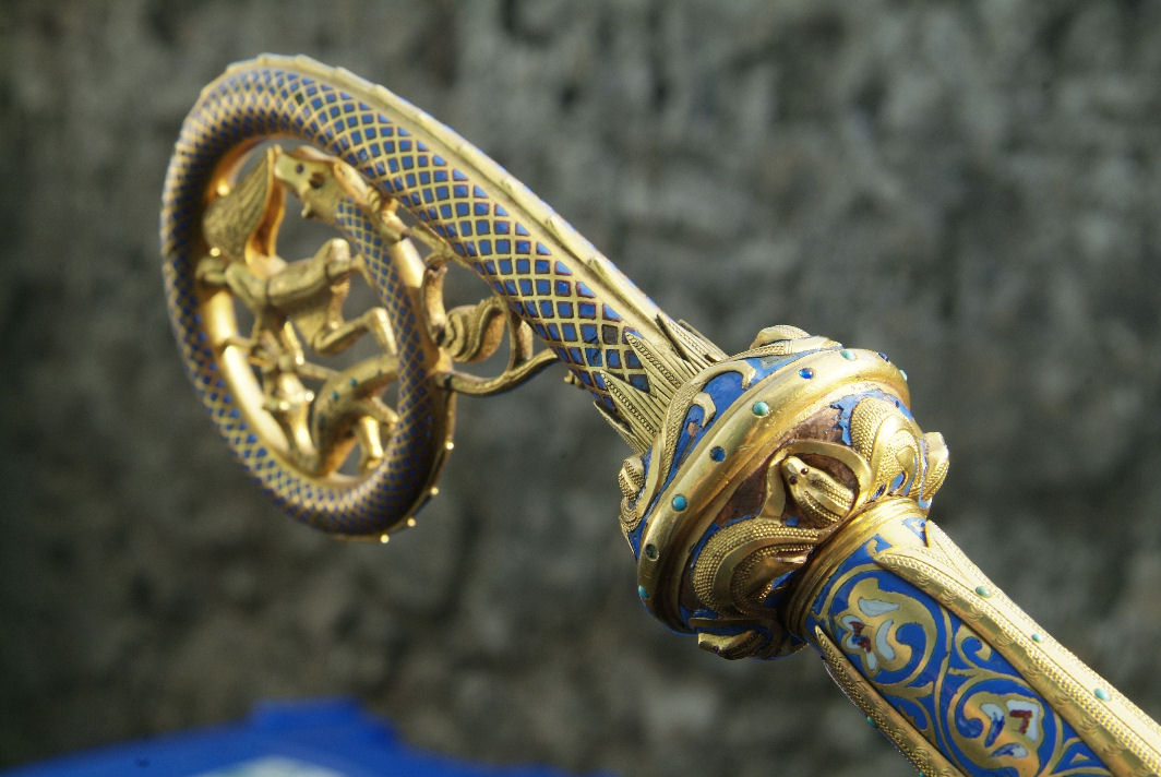detail of serpents on knop